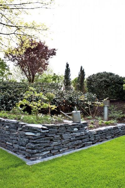 Schiefer schwarz Mauersteine teilweise gespalten ca 15-40 mm